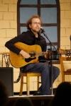 Sebastian Landwehr spielt neben Gitarre ebenso gut Concertina und Tin Whistle