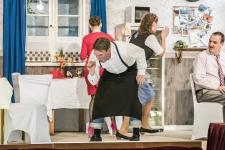 "Theater Engelschoff - ""Kaviar dröppt Currywurst"", Tanzkreis  (Foto vom 29.03.2017). Foto: Christian Hager, dpa"